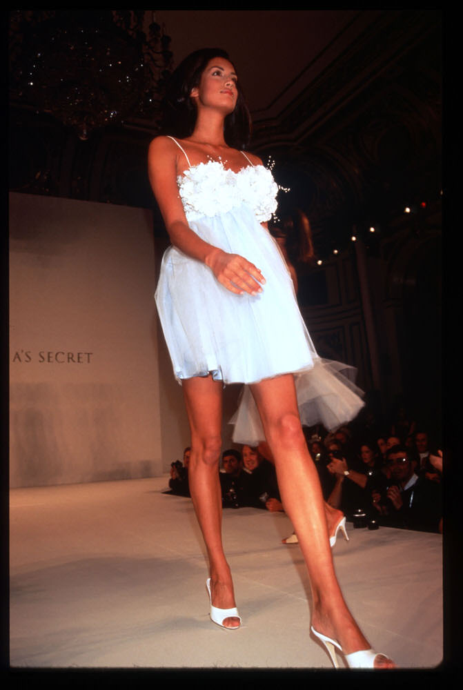 Victoria's Secret Fashion Show 1996 – Runway – Yasmeen Ghauri [x 13]