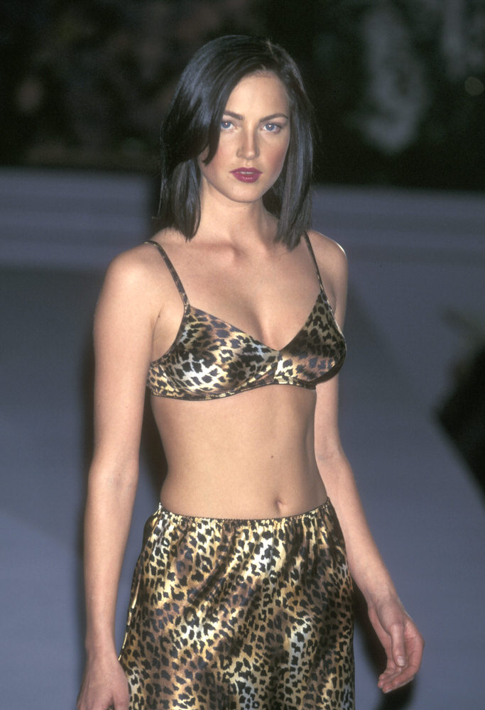 Victoria's Secret Fashion Show 1998 – Runway – Chandra North [x 4]