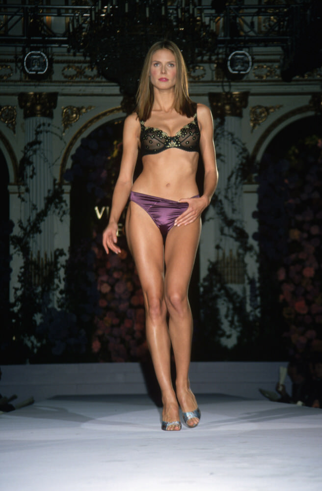 Victoria's Secret Fashion Show 1998 – Runway – Heidi Klum [x 4]