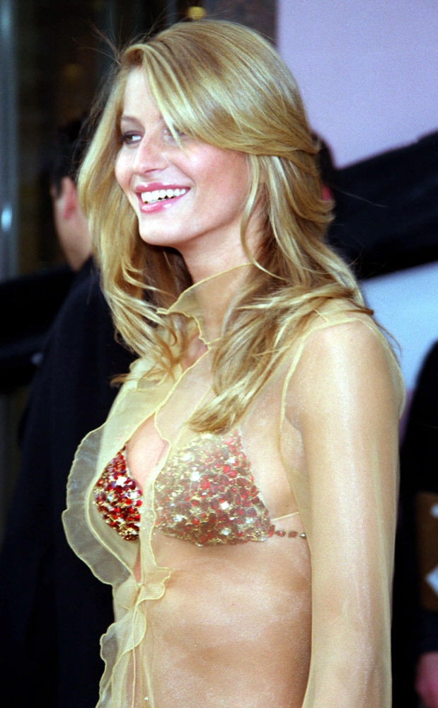 Victoria's Secret Fashion Show 2000 – Fantasy Bra with Gisele Bundchen [x 8]
