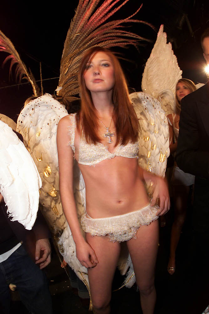 Victoria's Secret Fashion Show 2001 – Backstage – Maggie Rizer [x 5]