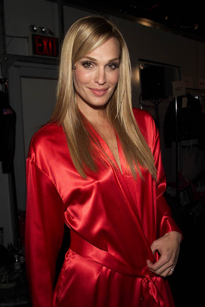 Victoria's Secret Fashion Show 2001 – Backstage – Molly Sims [x 11]