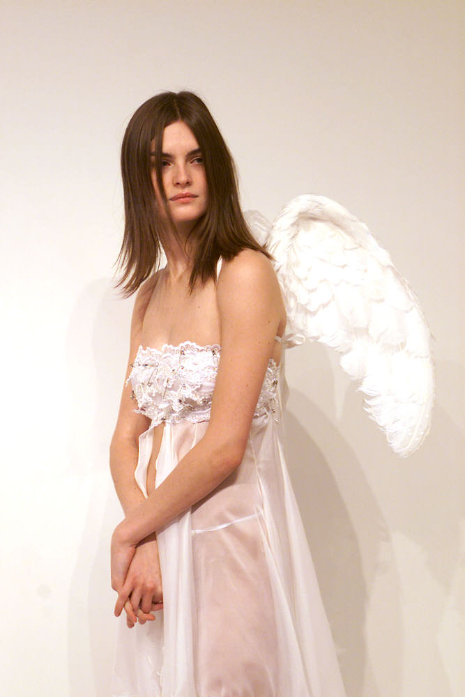 Victoria's Secret Fashion Show 2001 – Fittings – Anouck Lepere [x 7]