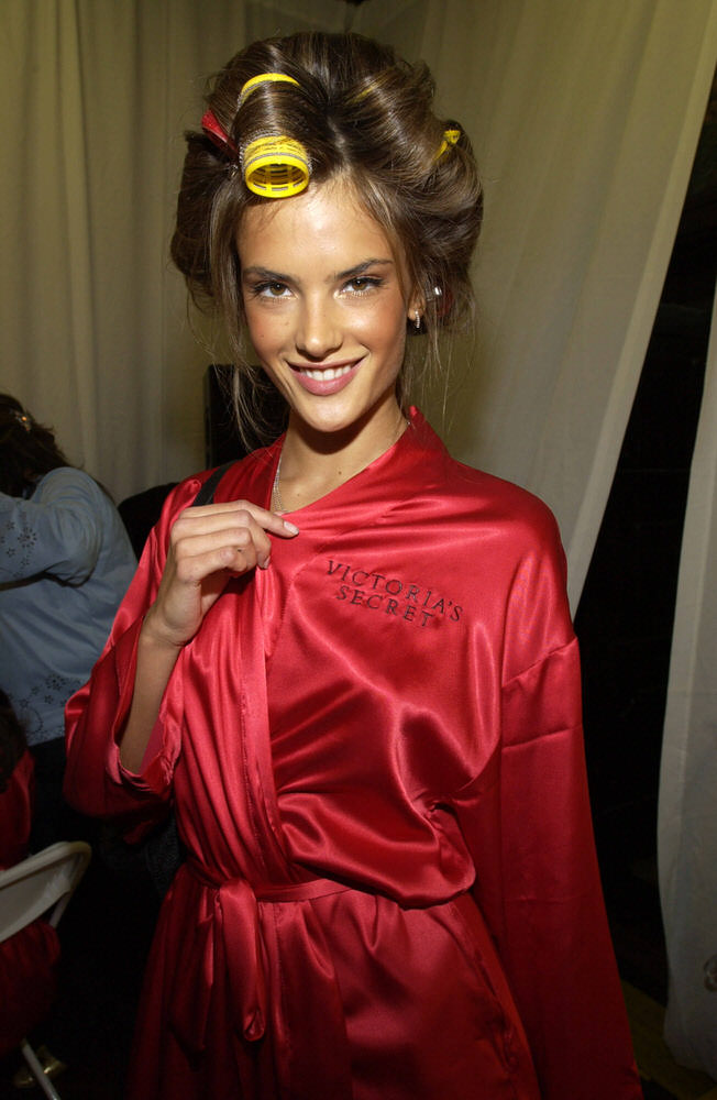 Victoria's Secret Fashion Show 2002 – Backstage – Alessandra Ambrosio [x 16]