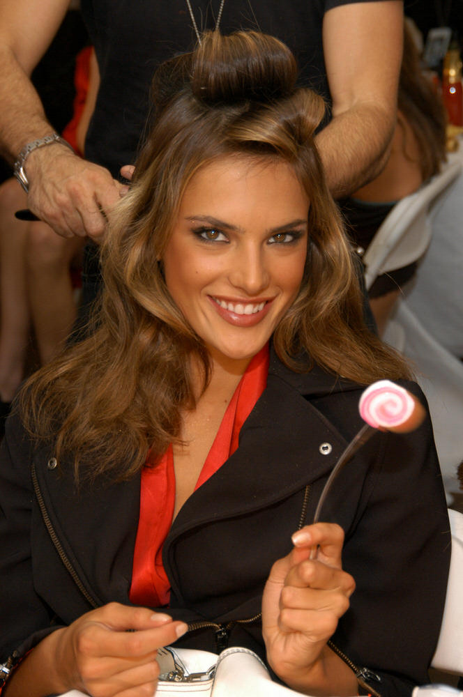 Victoria's Secret Fashion Show 2003 – Backstage – Alessandra Ambrosio [x 28]