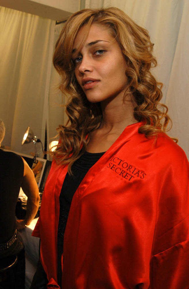 Victoria's Secret Fashion Show 2003 – Backstage – Ana Beatriz Barros [x 14]