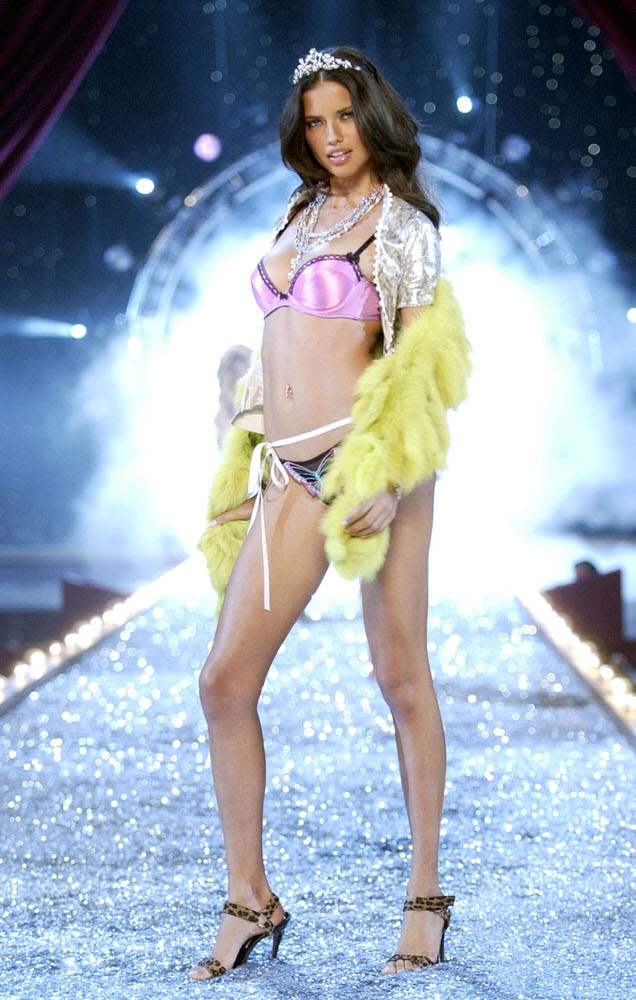 Victoria's Secret Fashion Show 2003 – Runway – 3 Rock Chicks Rockin' Out – Adriana Lima [x 33]