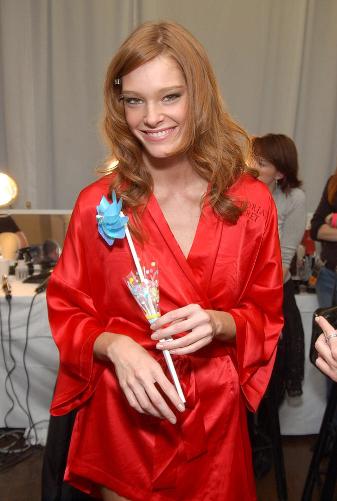 Victoria's Secret Fashion Show 2003 – Backstage – Deanna Miller [x 4]