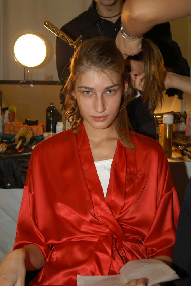 Victoria's Secret Fashion Show 2003 – Backstage – Eugenia Volodina [x 2]