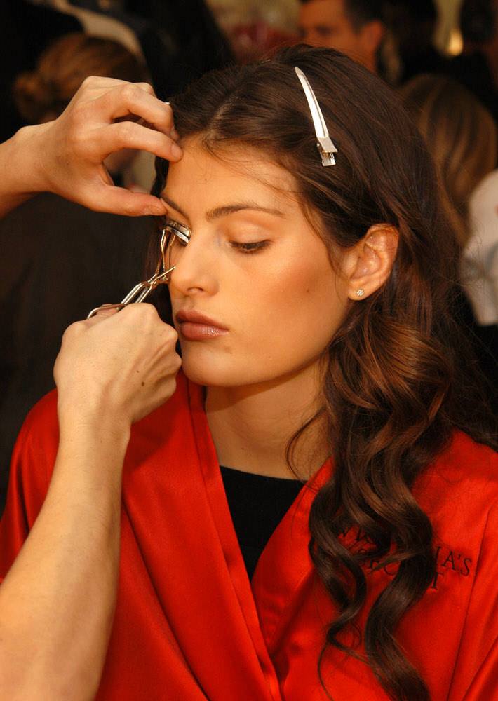 Victoria's Secret Fashion Show 2003 – Backstage – Isabeli Fontana [x 6]