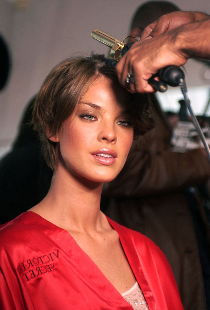 Victoria's Secret Fashion Show 2003 – Backstage – Leticia Birkheuer [x 28]