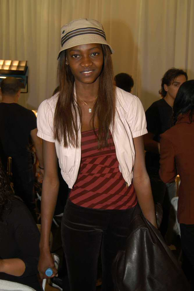 Victoria's Secret Fashion Show 2003 – Backstage – Oluchi Onweagba [x 3]