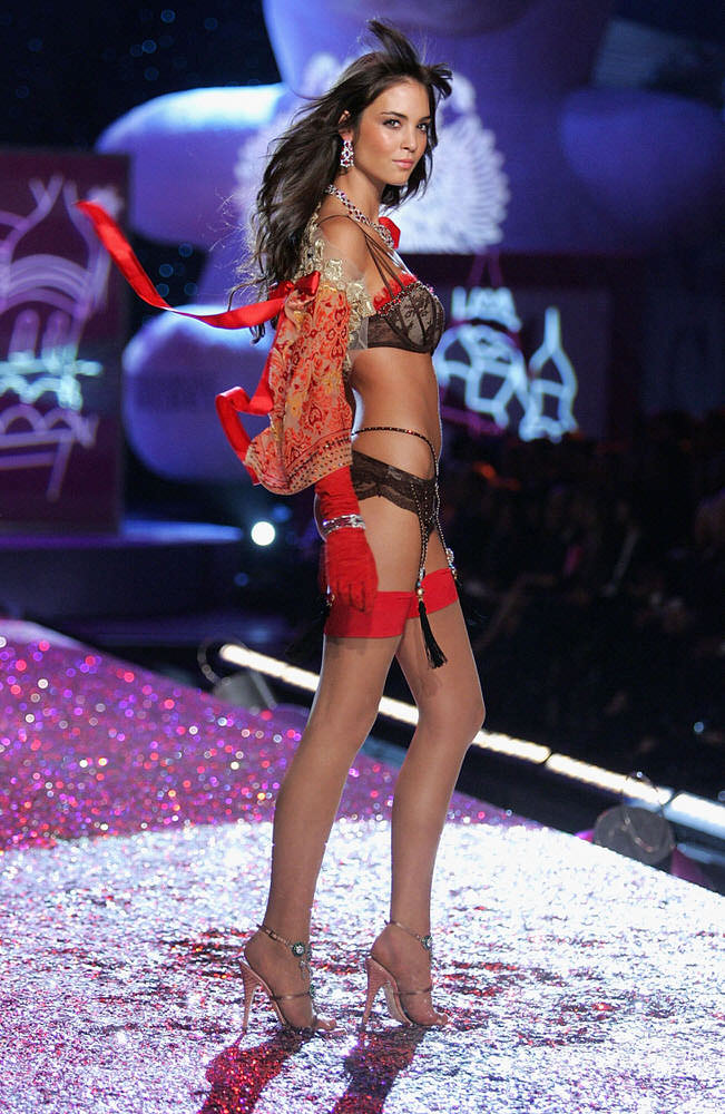Andi Muise – 4 Sexy Russian Babes – Victoria's Secret Fashion Show 2005 [x 13]
