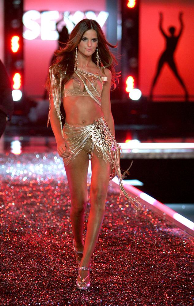 Izabel Goulart – 1 Femme Fatale – Victoria's Secret Fashion Show 2006 [x 28]