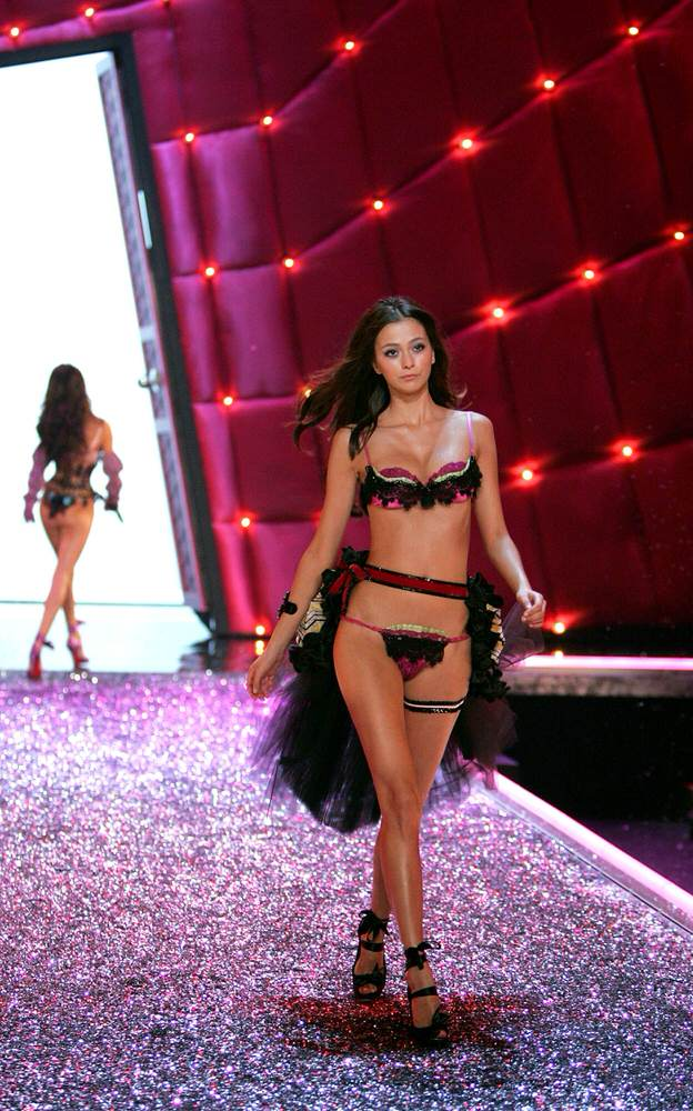 Morgane Dubled – 2 Coquettish Fetish – Victoria's Secret Fashion Show 2006 [x 23]