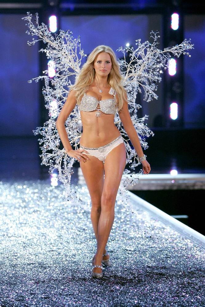 Karolina Kurkova – 6 Winter Wonderland of Glacial Goddeses – Victoria's Secret Fashion Show 2006 [x 65]