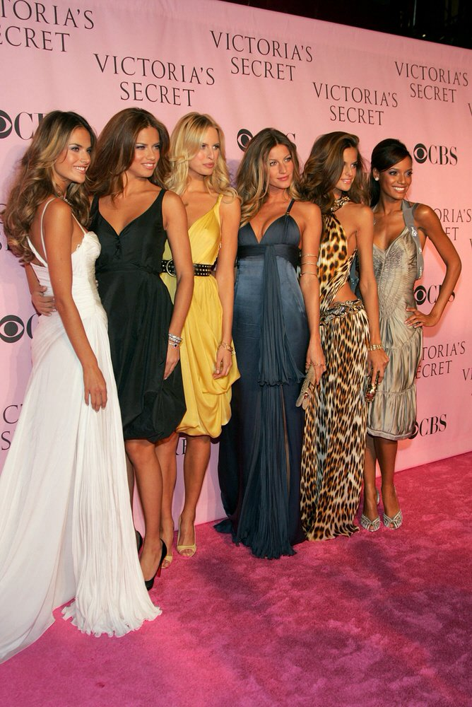 Angels – Pink Carpet – Victoria's Secret Fashion Show 2006 [x 141]