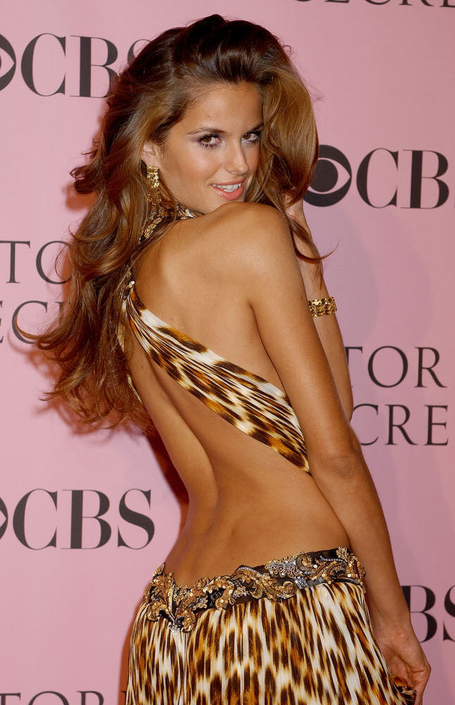 Izabel Goulart – Pink Carpet – Victoria's Secret Fashion Show 2006 [x 86]