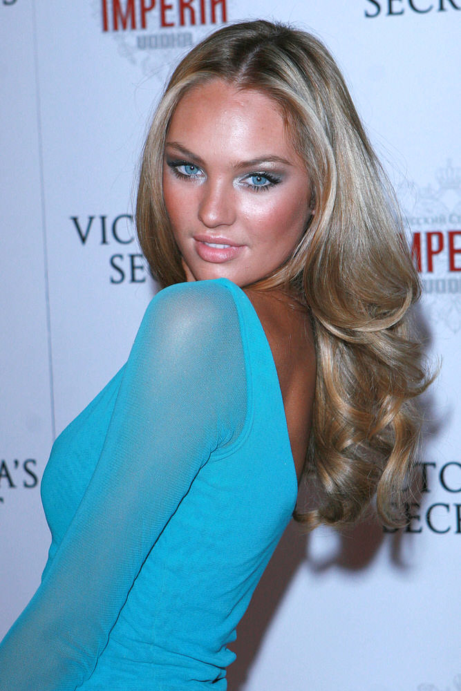Candice Swanepoel – After Party – Victoria's Secret Fashion Show 2007 [x 9]
