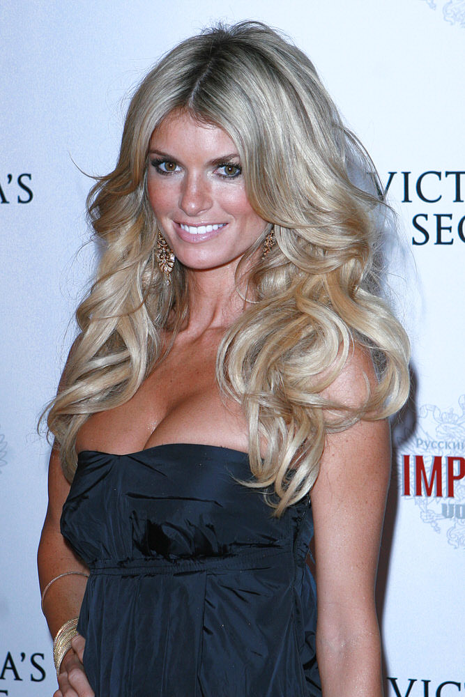 Marisa Miller – After Party – Victoria's Secret Fashion Show 2007 [x 8]