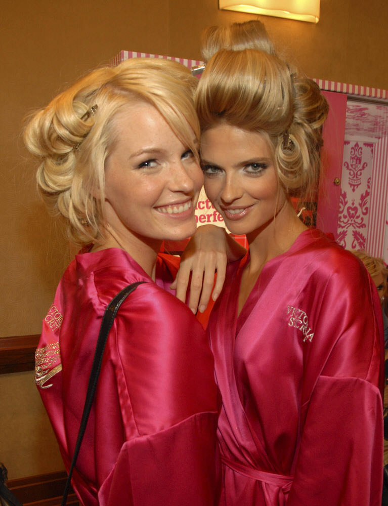 Angels – Backstage – Victoria's Secret Fashion Show 2007 [x 34]