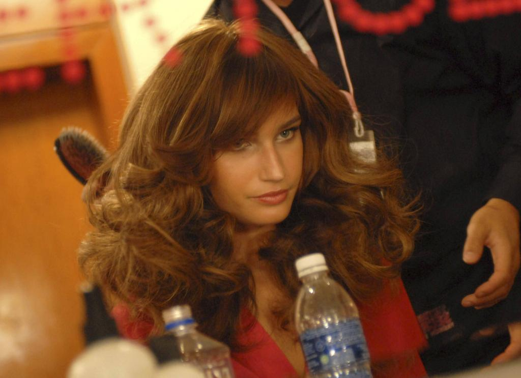Eugenia Volodina – Backstage – Victoria's Secret Fashion Show 2007 [x 2]