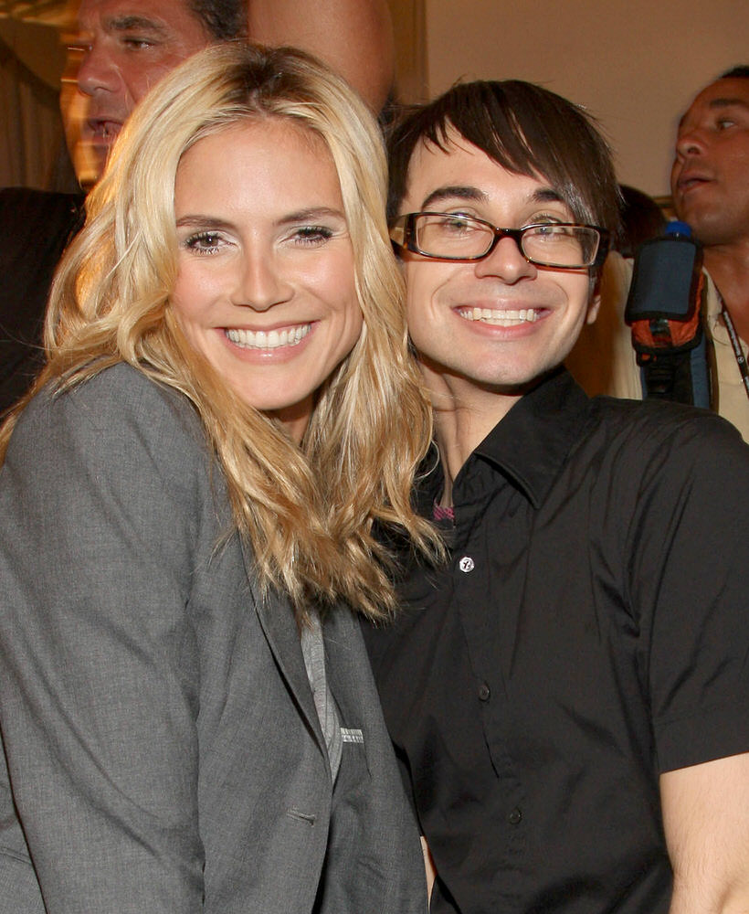 09-11 Heidi Klum attends the Victoria's Secret Beauty Backstage at Christian Siriano Spring-Summer 2009 [x 12]