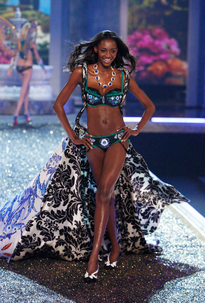 Oluchi Onweagba – 4 Rome Antique – Victoria's Secret Fashion Show 2007 [x 11]