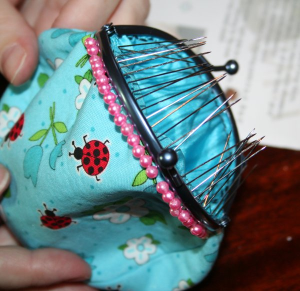 Pinning bag to clutch frame