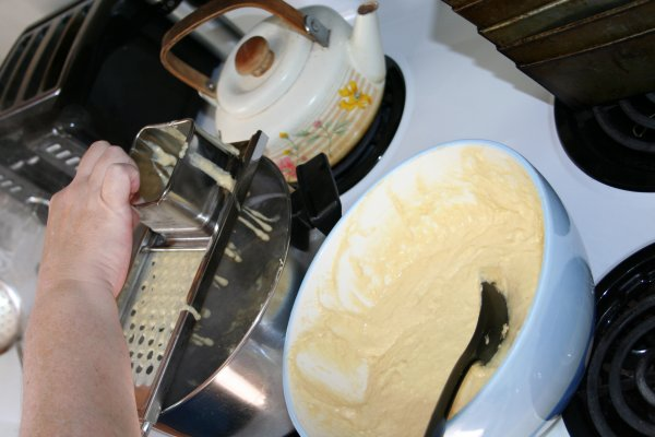 Using spaetzle maker 4