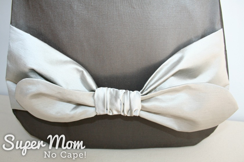 Elegant Bow Purse Edition 3 - close up of silver bow