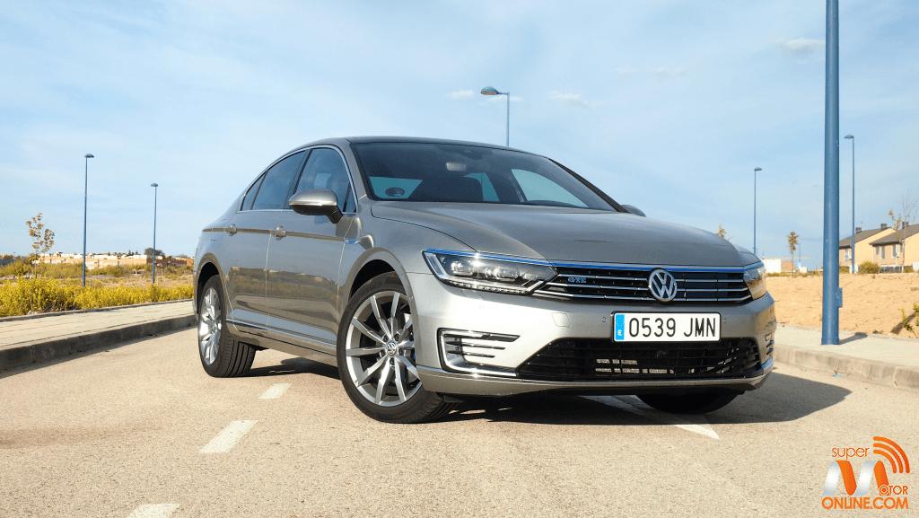 Al volante del Volkswagen Passat GTE 2017