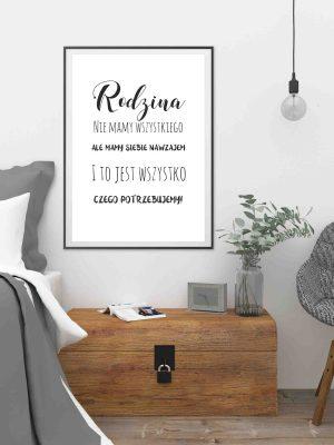 Plakat czarno biały z napisem o rodzinie