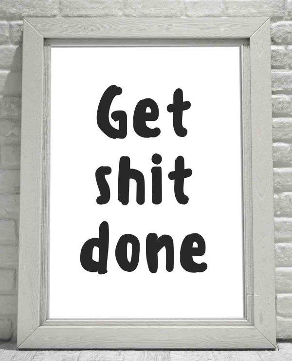 Plakat czarno biały typografia do toalety Get Shit Done