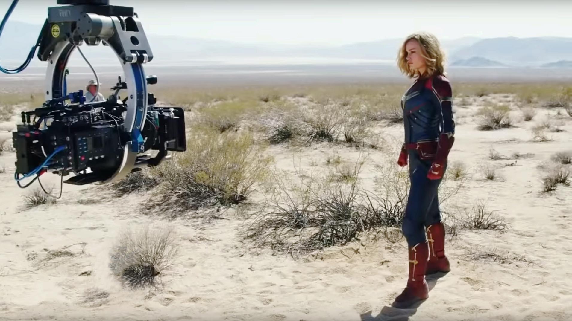 Brie Larson dans le rôle de Captain Marvel sur le tournage du film.