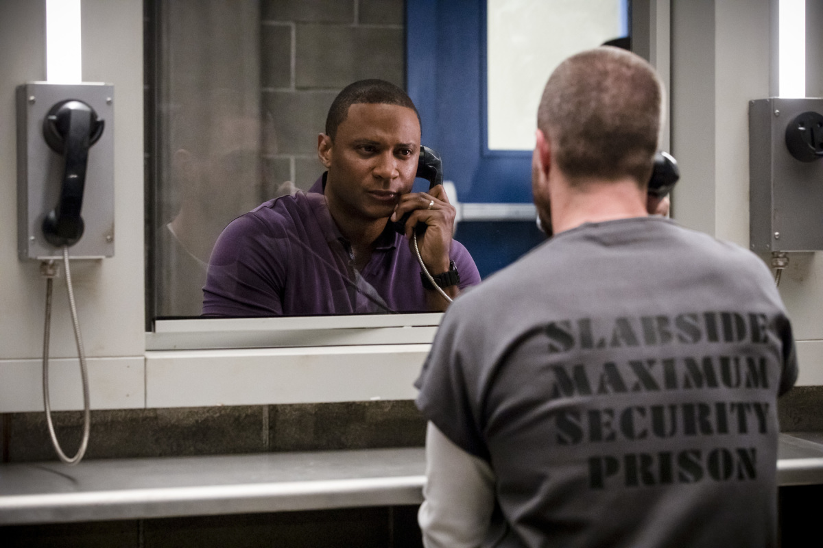Arrow 1x01 : Inmate 4587