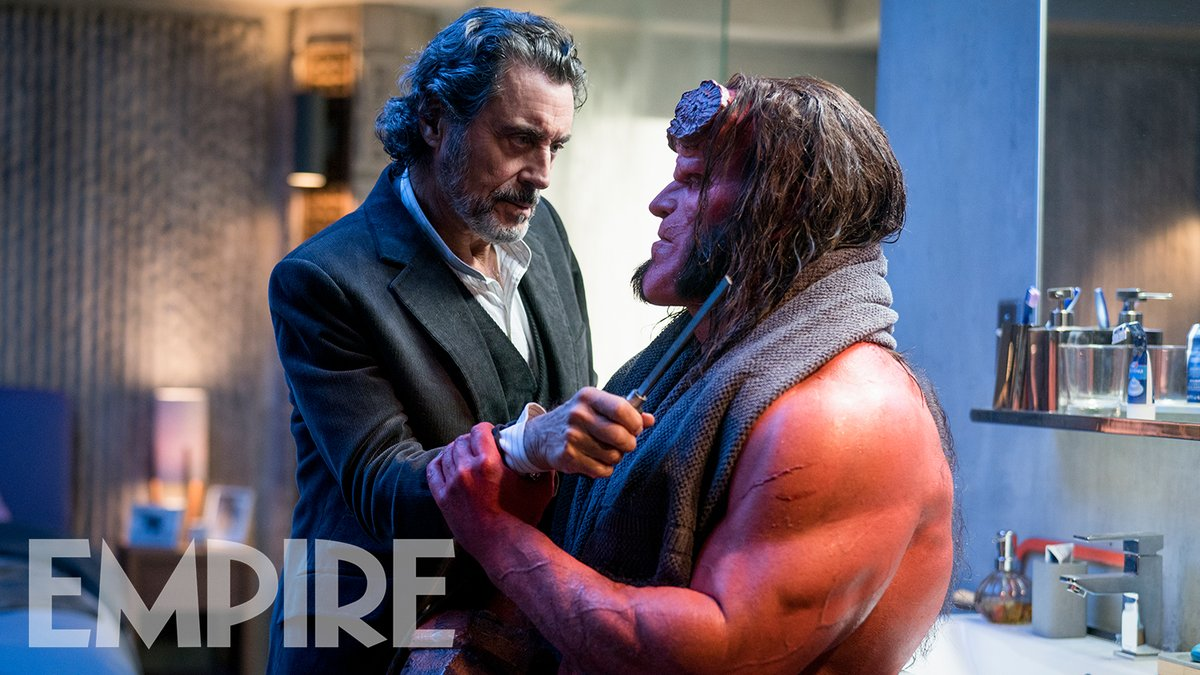 Ian McShane dans le rôle du professeur Broom Bruttenholm, et David Harbour dans celui d'Hellboy