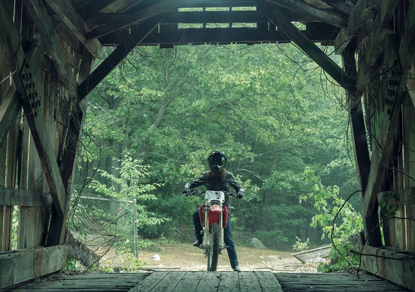 nos4a2-first-look-vic-cummings-bike-bridge-935x658