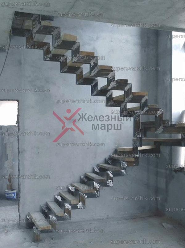 Каркас лестницы из металла открытого типа https://www.supersvarshik.com/