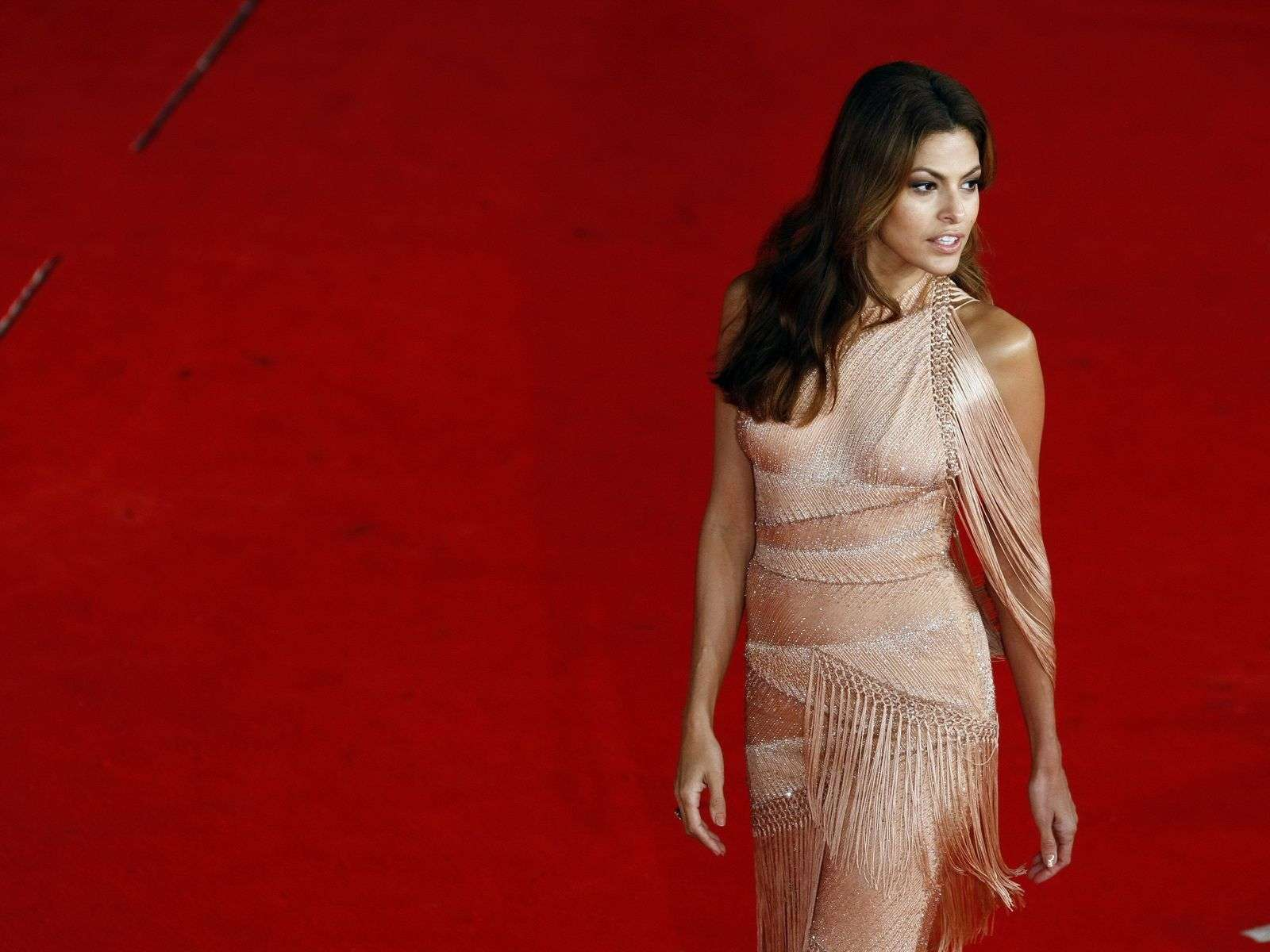 Cute Fashion Girl Wallpapers Eva Mendes Red Carpet Wallpaper Wallpapers Hd Wallpapers