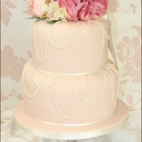Small Pink and White Wedding Cake - See Five Ideas!