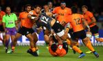 Andre Esterhuizen is tackled by the Jaguares defence