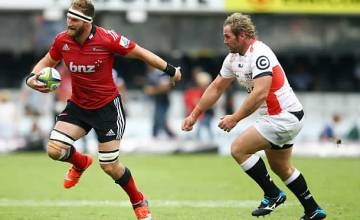 Kieran Read slips off Jannie du Plessis' tackle in 2015