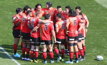 The Sunwolves gather in a team huddle in Tokyo