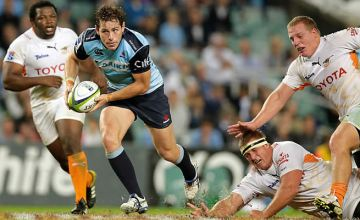 Bernard Foley slips through to score try for the Waratahs