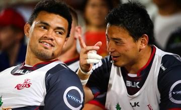 Japan internationals Hendrik Tui and Ayumu Goromaru chat on the Reds bench