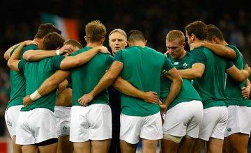 Ireland head coach Joe Schmidt talks to his players