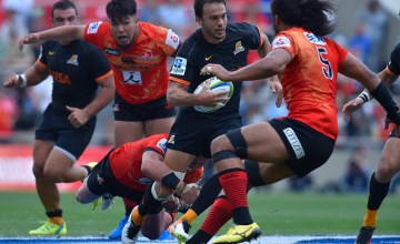 Juan Martin Hernandez #10 of Jaguares runs with the ball during the round nine Super Rugby match between the Sunwolves and the Jauares