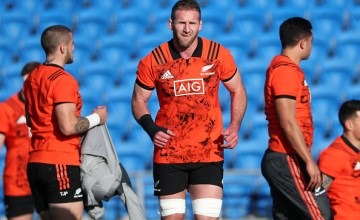 Kieran Read (C) warms up during a New Zealand All Blacks training session