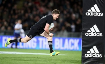 Beauden Barrett of the New Zealand All Blacks scores a try during The Rugby Championship game between the New Zealand All Blacks and the Australia Wallabies at Eden Park